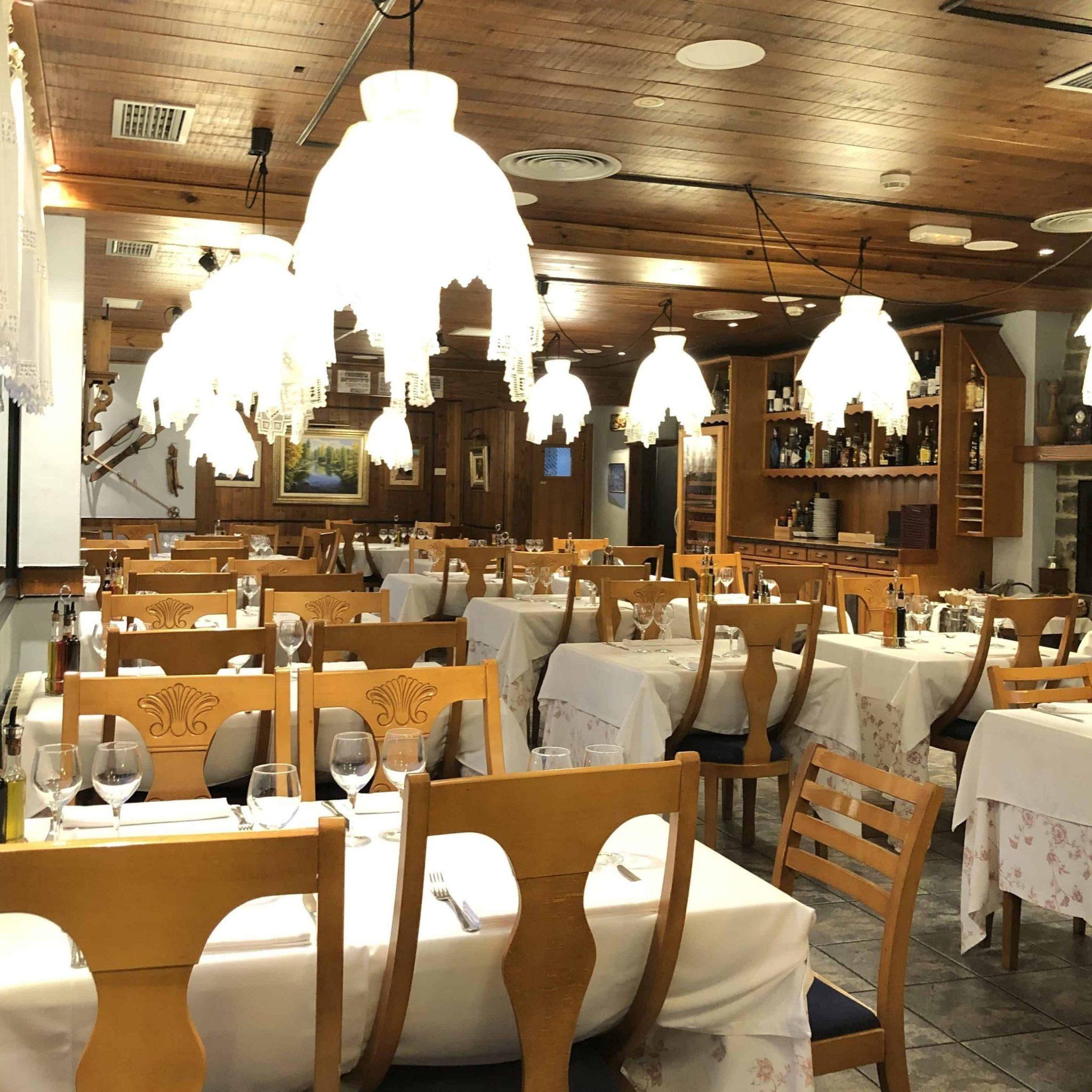 salon comedor interior era lucana restaurante vielha
